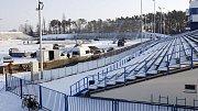Stavba tribuny a ledové plochy Hockey open air game 2011 Pardubice na plochodrážním stadionu ve Svítkově.