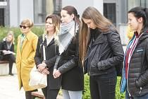 K celostátní stávce Vyjdi ven se ve čtvrtek připojilo zhruba dvacet studentů a zaměstnanců pardubické univerzity.