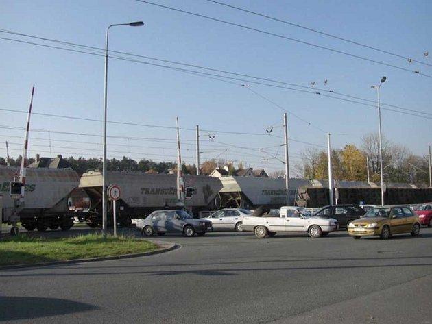 Porucha závor na Dašické ulici ve středu ráno.