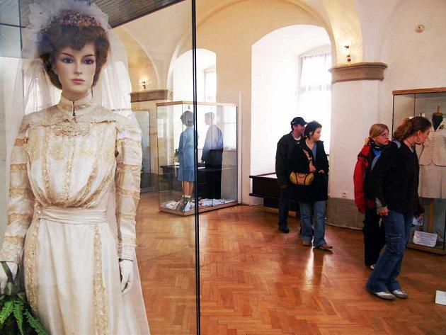 Výstava se svatební tematikou ve Východočeském muzeu