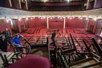 Východočeské divadlo se mění v taneční sál. V pátek a sobotu tu už budou vířit tanečníci.