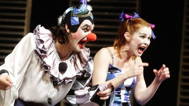 Zahájení Grand festivalu Smíchu 2015 obstarali klauni.