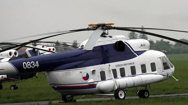 Vrtulník Mi-8 z 24. základny dopravního letectva Praha Kbely.