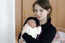 Natálie Skálová se narodila 3O. října v 16:07 hodin. Vážila 2180 gramů a měřila 43 centimetrů. Maminku Joannu u porodu podpořil tatínek Ondřej. Rodiče si svou prvorozenou dceru odvezou zpět do Pardubic.