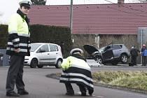 Od jedné nehody k druhé. V Ostřešanech jízda pro řidiče skončila definitivně. Ve vysoké rychlosti nezvládl zatáčku.