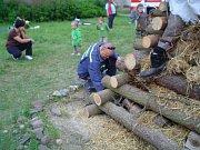 Pálení čarodějnic. Hranice dřeva tradičně stojí u hasičské zbrojnice