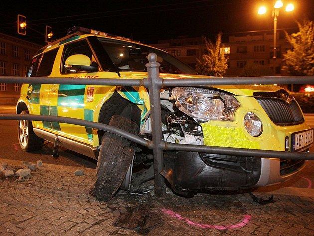 Rendez-vous posádka pardubické záchranné služby cestou k pacientovi havarovala