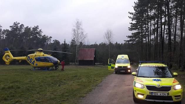Pro opařené dítě přiletěl vrtulník.