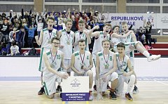 Vítězný basketbalový tým Základní školy Studánka.