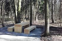 Studánecký les se pomalu mění v odpočinkové místo.