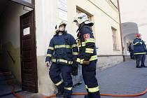V Přelouči hořelo na půdě městského úřadu, evakuovali 25 lidí
