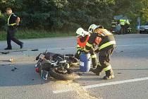 Hasiči řešili dvě nehody, při nichž se střetl motorkář s autem