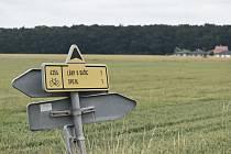 Obchvat povede kousek od Staročernska. Jeho trasa byla změněna kvůli nové zástavbě (vpravo).