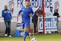 Mohl tady hrát II. ligu. Tomáš Řepka se v Pardubicích představil jako fotbalista nadace, která shání peníze pro děti. Stadion Pod Vinicí se přitom mohl stát jeho domovem.