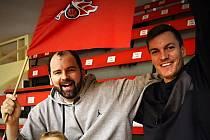 Jako malí kluci... S obrovskou radostí přivítali rozhodnutí o možnosti znovu zahájit profesionální soutěže v basketbale generální manažer Martin Marek (vlevo) a sportovní ředitel Radek Nečas.