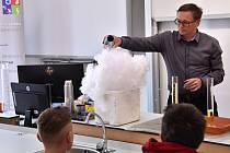 Pardubická chemičárna vyrobila přes 70 tisíc litrů dezinfekce