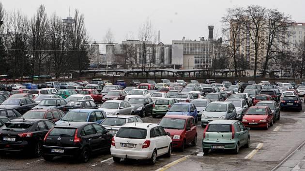 U lihovaru už nebude dál možné parkovat zdarma.
