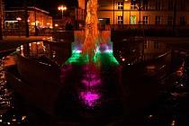 Fontána na Smetanově náměstí v noci