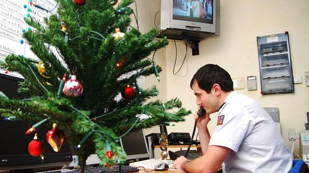 Štědrovečerní směna na operačním pardubických hasičů