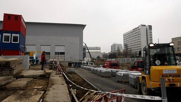 DOKONČOVANÝ PALÁC PARDUBICE zcela proměnil pohled na Masarykovo náměstí.
