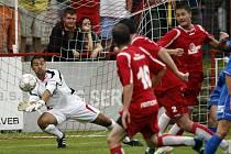 Vítězné tažení FK Pardubice pokračuje – třetí zápas, třetí výhra. Derby se Živanicemi sledovalo téměř 500 diváků.