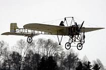 Oslavy 100 let české aviatiky začaly. Připomínkou byl slavnostní vzlet letounu Blériot XI.