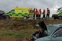 Při nehodě se zranilo šest lidí.