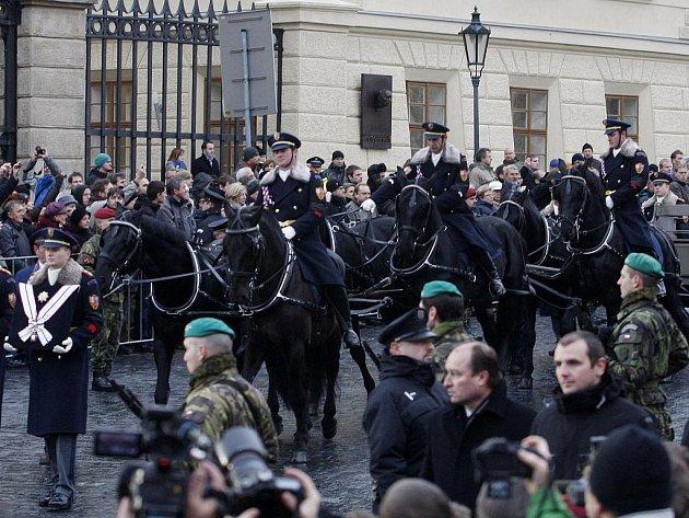 PARDUBICKÝ KRAJ při středečním pietním aktu na Pražském hradě reprezentovala šestice starokladrubských vraníků.