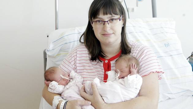 Eliška a Tereza Jandovy se narodily 16. června v 10 hodin a 14 minut a v 10 hodin a 16 minut. Eliška vážila 2330 gramů, měřila 46 centimetrů, Tereza vážila 2030 gramů měřila 45 centimetrů. Maminka Hana a tatínek Petr bydlí v Libchavách.