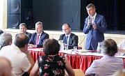 Návštěva Vlády ČR v Pardubickém kraji, setkání vlády se starosty měst a obcí v KD Hronovická v Pardubicích.