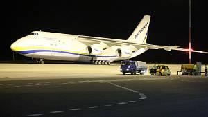 Druhé přistání obřího letounu Ruslan na letišti v Pardubicích