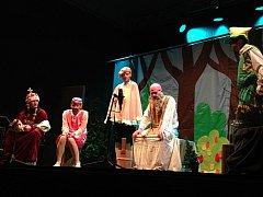 Večer byl zakončen ochotnickým představením choltických ochotníků Dlouhý, Široký a Krátkozraký.