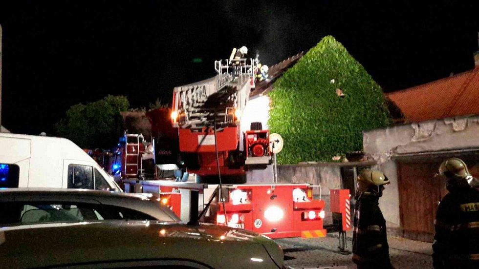 Požár domu v Riegrově ulici v Přelouči.