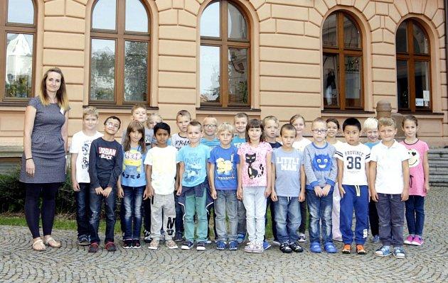 Žáci 1.C ze ZŠ Bratranců Veverkových spaní učitelkou Lucií Mrňávkovou.