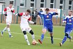 Přípravné utkání Fortuna národní ligy mezi FK Pardubice (ve červenobílém) a FC Velké Meziříčí (v modrém) na hřišti v Ohrazenicích v Pardubicích.