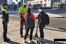 Městská policie v pondělí 18. října kontrolovala centrum Pardubic. Jízda na chodníku nebo bez helmy. To  jsou nejčastější prohřešky. Strážníci se opět zaměřili na cyklisty a koloběžkáře