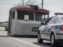 V Horních Ředicích zastavil první vlak. Má to jeden háček - nikdy tam nevedly koleje a šlo o spíš o dopravní nehodu při převozu části sešrotované lokomotivy.
