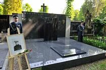 Hrobka letce Jana Kašpara na Městských hřbitovech v Pardubicích. Zdroj: Společnost Jana Kašpara