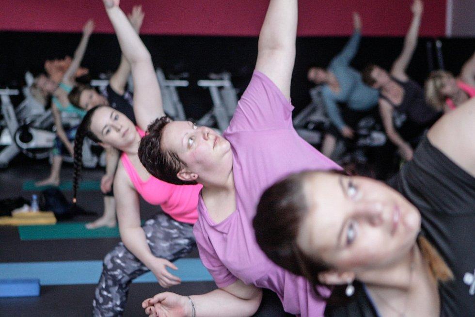 Power jóga jako doplněk hubnutí? Proč ne? Není to sice zátěžové cvičení, ale zato pomáhá svaly protáhnout a učí výdrži.