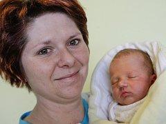 Šoukal Jakub se narodil 25. října v 16:56 hodin. Vážil 2680 gramů a měřil 49 centimetrů. Maminku Kristýnu u porodu podpořil tatínek Miloslav. Rodina je z Pardubic.