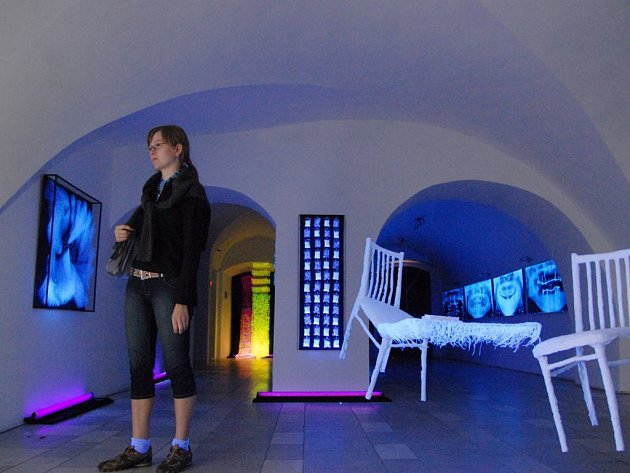 Výstava ve tmě v pardubické galerii Mázhaus