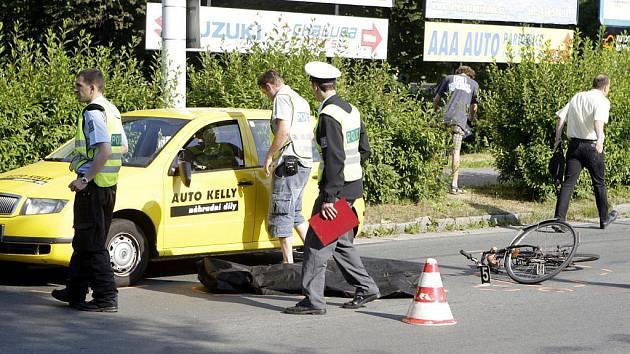 Osmašedesátiletý cyklista svým zraněním na místě podlehl.