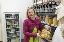 Lidé se snaží minimalizovat produkci odpadu, pomáhají jim v tom bezobalové obchody. V Pardubicích fungují už dva.