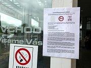 Zákazníci nemají kde zaparkovat, obchodní dům parkoviště bez povolení zpoplatnil