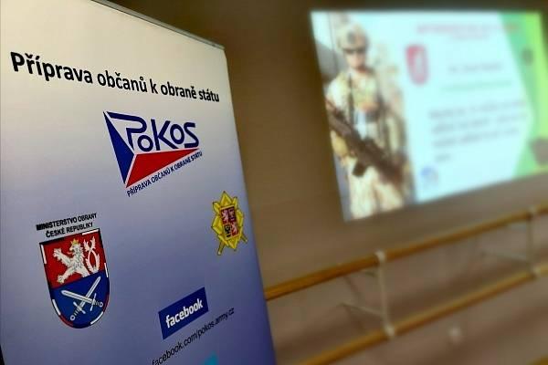 Školáci měli možnost besedovat s vojáky o jejich zkušenostech ze zahraniční operace.