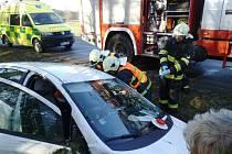 Při dopravní nehodě v Živanicích museli hasiči vyprošťovat řidičku