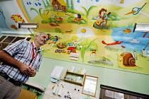 Primář dětského oddělení pardubické nemocnice Vladimír Němec v prostorách dětské JIP
