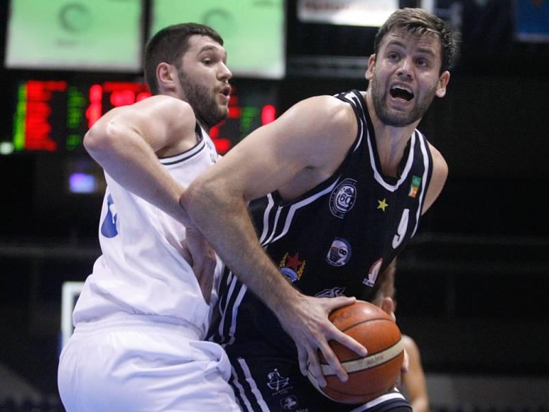 Kamil Švrdlík (s číslem 9) proti USK Praha
