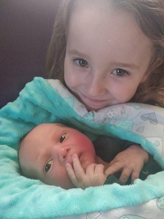 Filípek Vobořil se narodil 25. 3. v 8:50 hodin s mírami 3480 g a 50 cm. Doma v Třibřichách se na něj těšila sestřička Vaneska (5,5 let). Mamince Veronice a tatínkovi Václavovi dělají obě děti velkou radost.