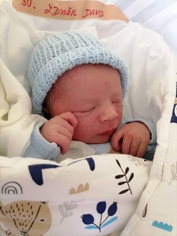 David Zdražil se narodil 17. 4. ve 2:05 hodin rodičům Veronice a Pavlovi ze Sádku. Vážil 3340 g a měřil 50 centimetrů. Doma se na něj těšila sestřička Nelinka. Foto: rodina